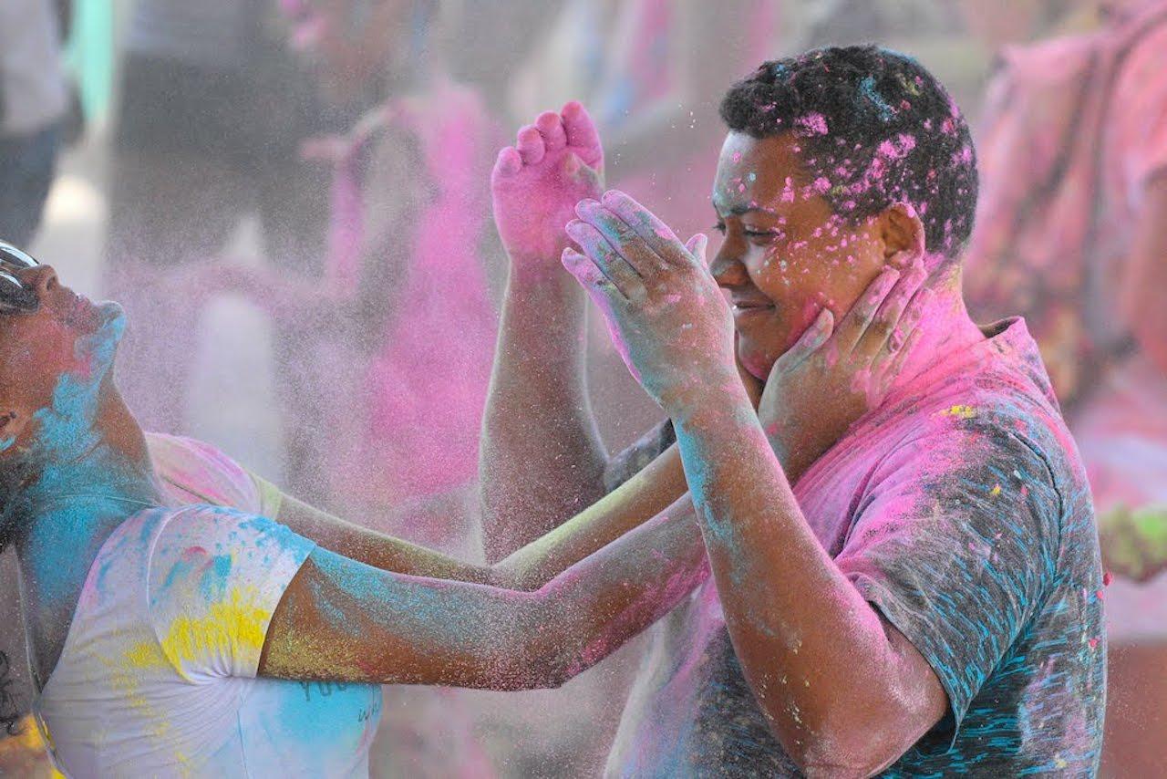 Holi Festival: Bras-Panon fête les couleurs