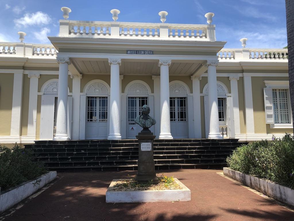 Le musée Léon-Dierx est un musée d'art de l'île de La Réunion, situé à Saint-Denis