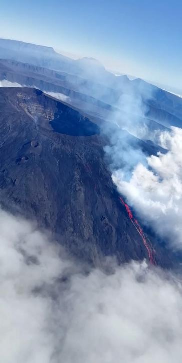 Images de l'éruption du 11 juin 2019, source Observatoire volcanologique du Piton de la Fournaise